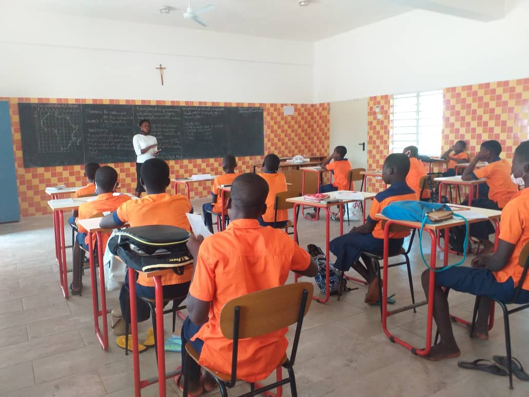 A new school for children was build in Togo thanks to Polyglass